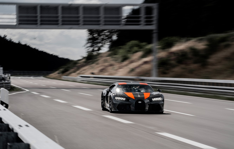 Фото обои асфальт, скорость, Bugatti, гиперкар, Chiron, Super Sport 300+