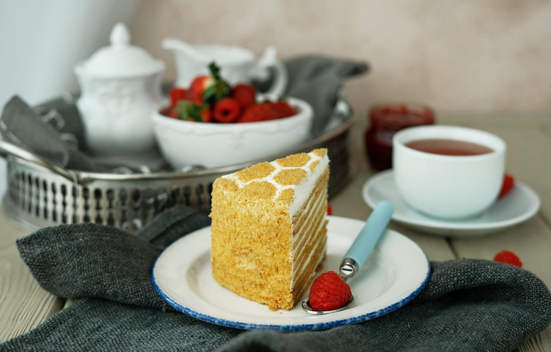 фото кусочек торта и чай таких