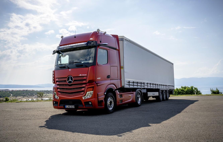 Фото обои красный, Mercedes-Benz, стоянка, седельный тягач, 4x2, Actros, полуприцеп