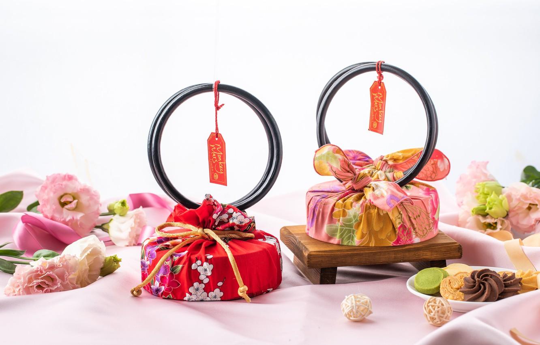 Фото обои подарок, конфеты, сладости, коробки, эустома