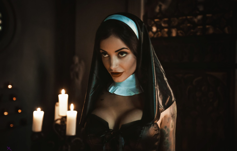 Фото обои грудь, девушка, модель, свечи, образ, монахиня, Louis de Navarre, Анна Сахарова