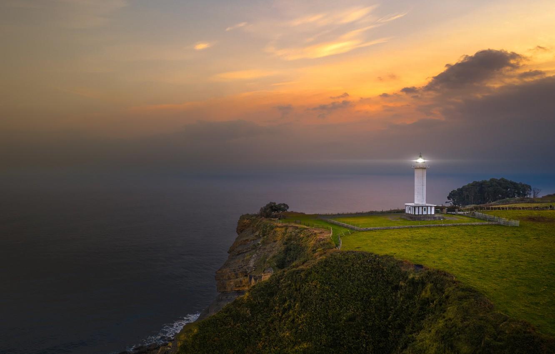 Фото обои море, облака, обрыв, маяк, sea, clouds, lighthouse, cliff, Juan I. Cuadrado