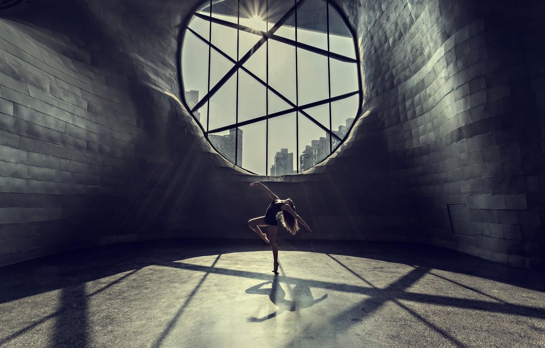 Фото обои девушка, city, город, танец, окно, girl, dance, window, Prasad Ambati