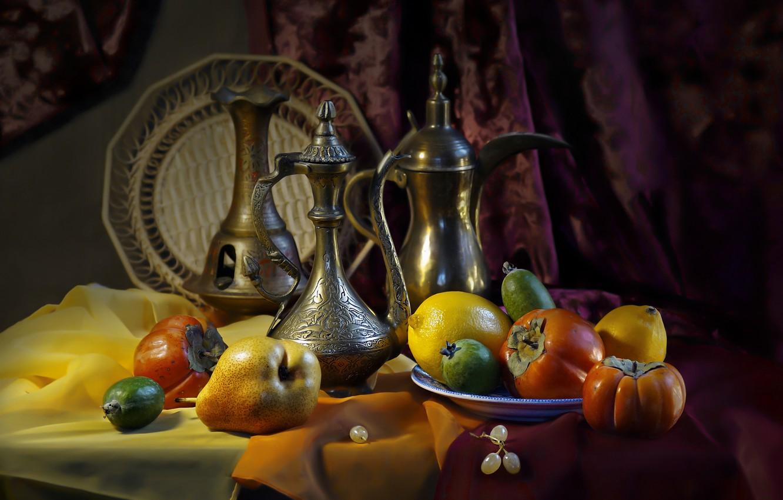Фото обои фрукты, натюрморт, груши, лимоны, ткани, блюдо, хурма, портьера, кувшины, фейхоа