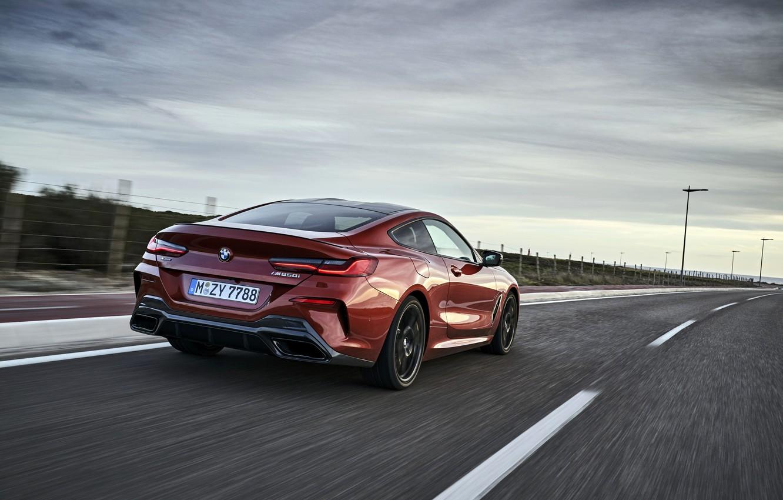 Фото обои купе, скорость, BMW, обочина, Coupe, 2018, 8-Series, тёмно-оранжевый, M850i xDrive, 8er, G15