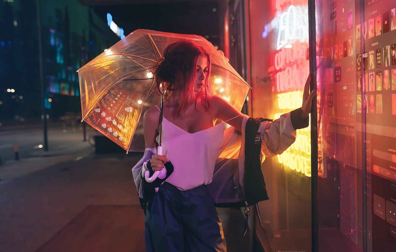 Фото обои грудь, взгляд, девушка, зонт, рыжая, витрина, Inga Lis, Roma Roma