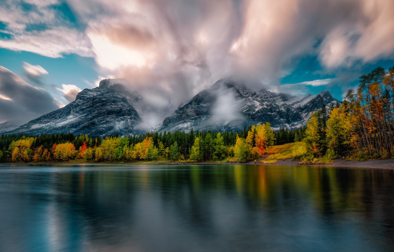 Фото обои лес, облака, пейзаж, горы, природа, озеро, берег, Канада