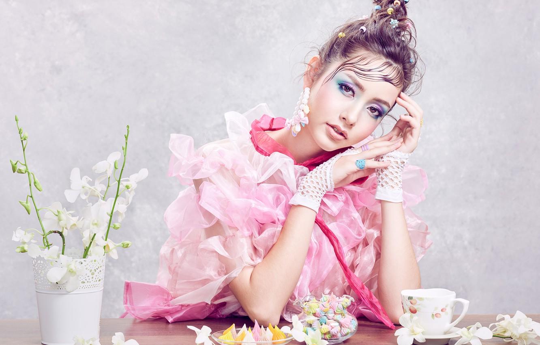 Фото обои взгляд, девушка, цветы, поза, стиль, макияж, сладости, Sofie, орхидея