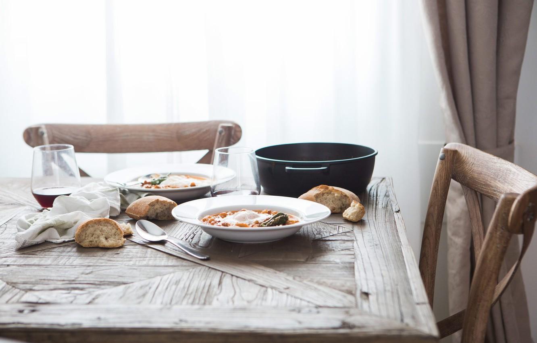 Фото обои стол, хлеб, стул, ложка