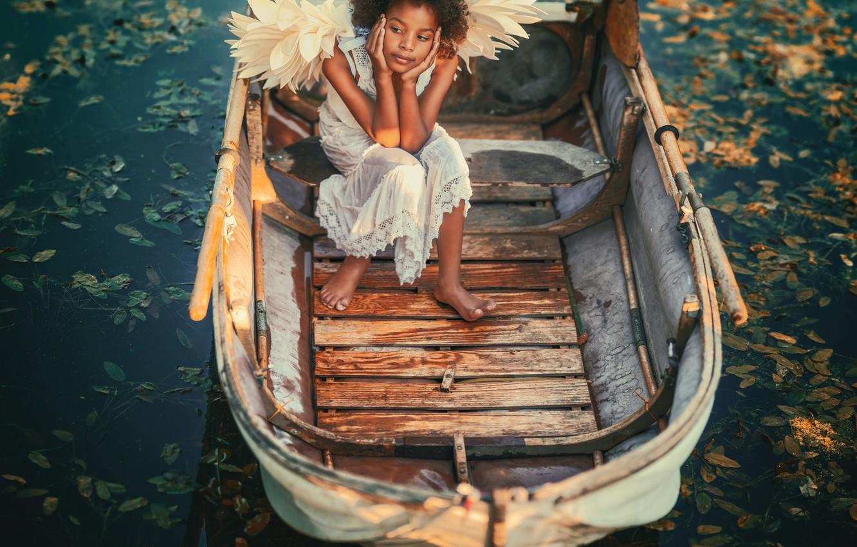 Фото обои поза, настроение, лодка, крылья, ангел, девочка, кудри, водоём, темнокожая, Adam Wawrzyniak