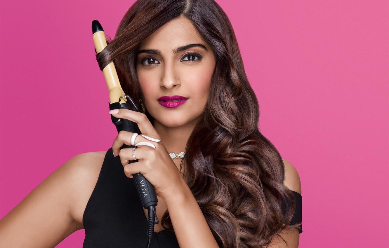 Фото обои girl, eyes, smile, beautiful, beauty, lips, face, hair, brunette, pose, indian, actress, bollywood, makeup, Sonam …