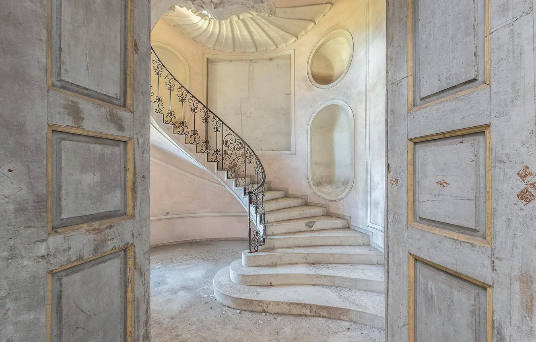 Фото обои дом, двери, лестница