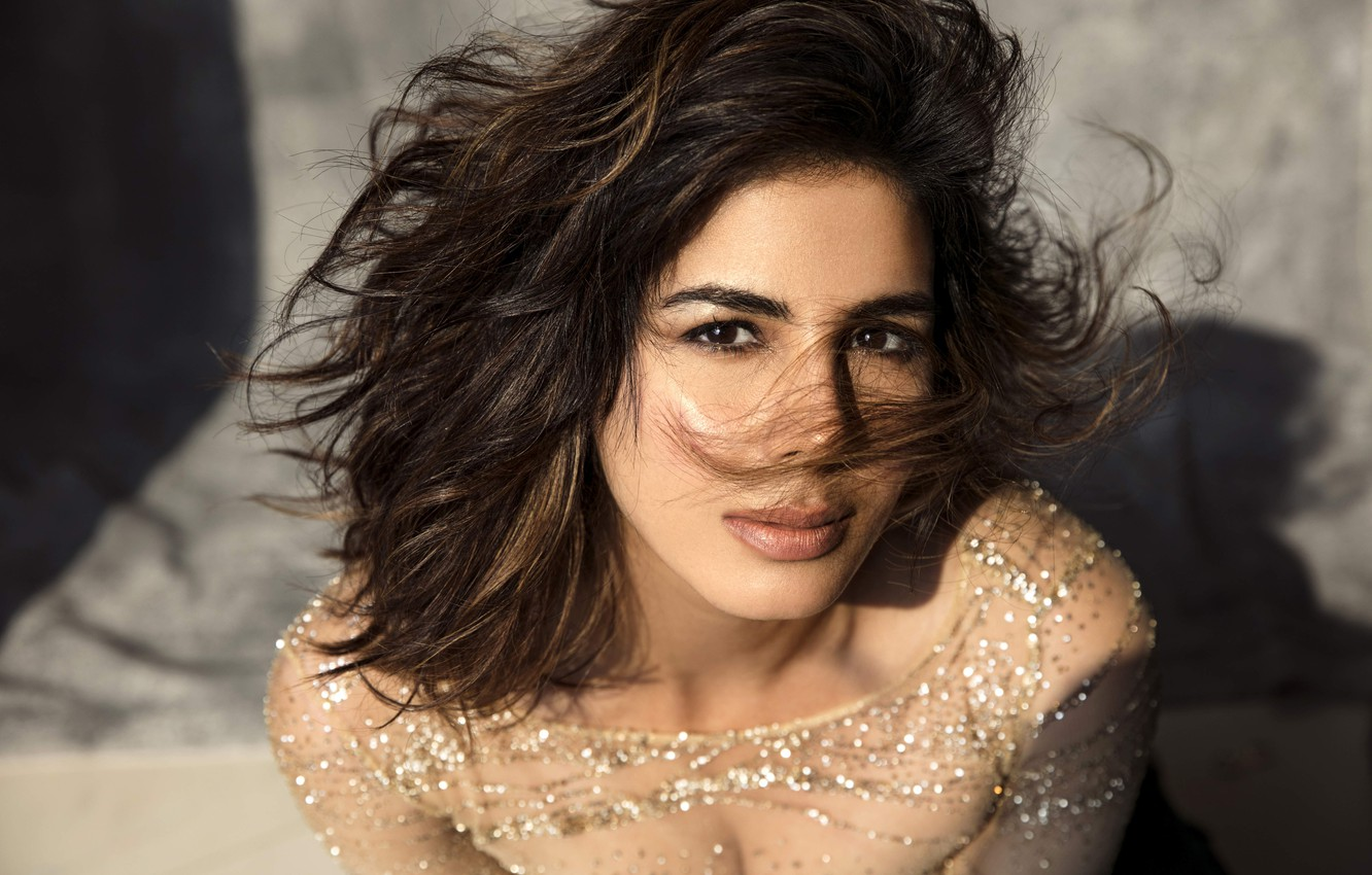 Фото обои girl, eyes, smile, model, beauty, lips, face, hair, indian, actress, bollywood, Kirti kulhari