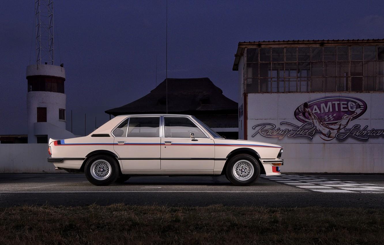 Фото обои BMW, седан, 1976, в профиль, четырёхдверный, 5-series, E12, 530 MLE