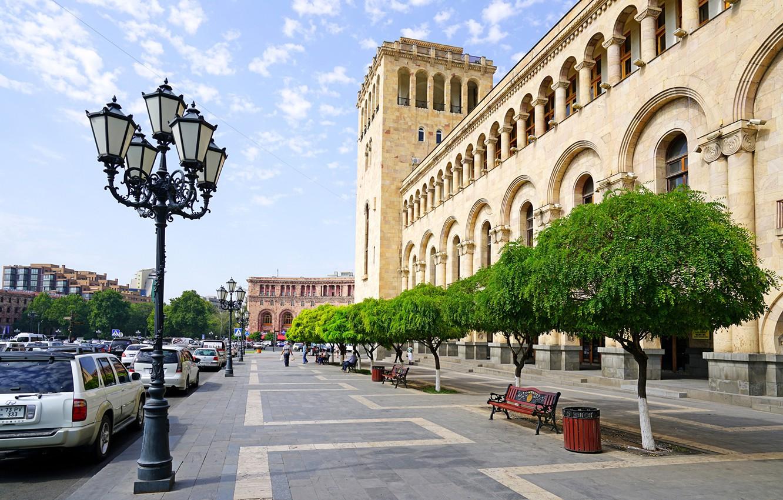 Фото обои Дома, Деревья, Улица, лавочки, Армения, Yerevan, Уличные фонари