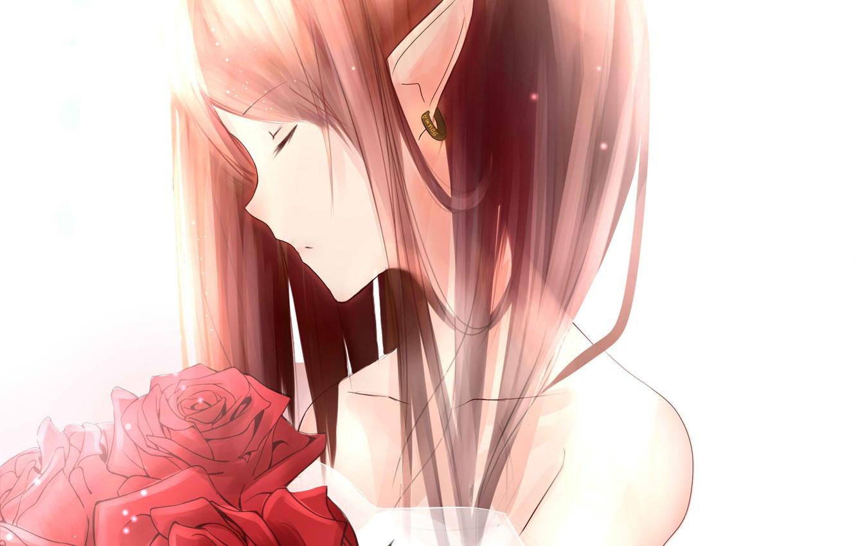 Фото обои рыжая, серьга, закрытые глаза, красные розы, остроухая, шея плечи, elf girl, эльфийкка, букет из роз
