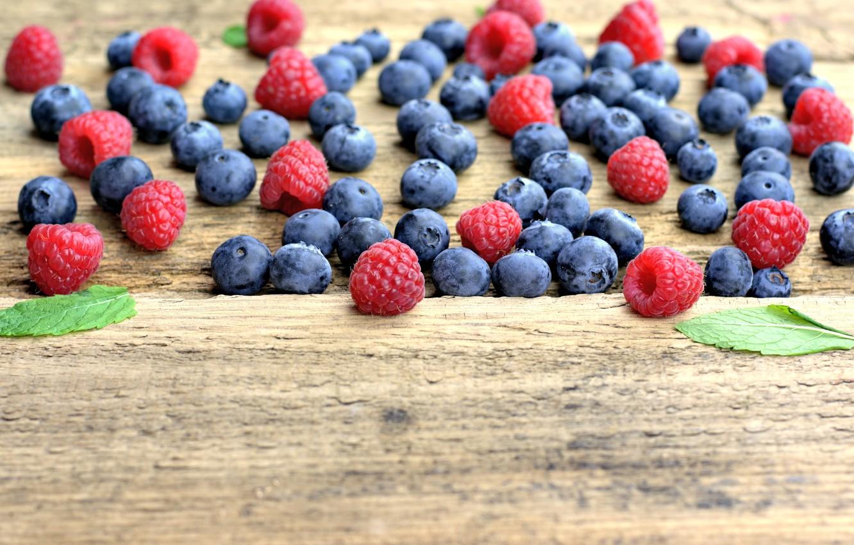 Фото обои ягоды, малина, черника, fresh, wood, blueberry, голубика, berries, raspberry