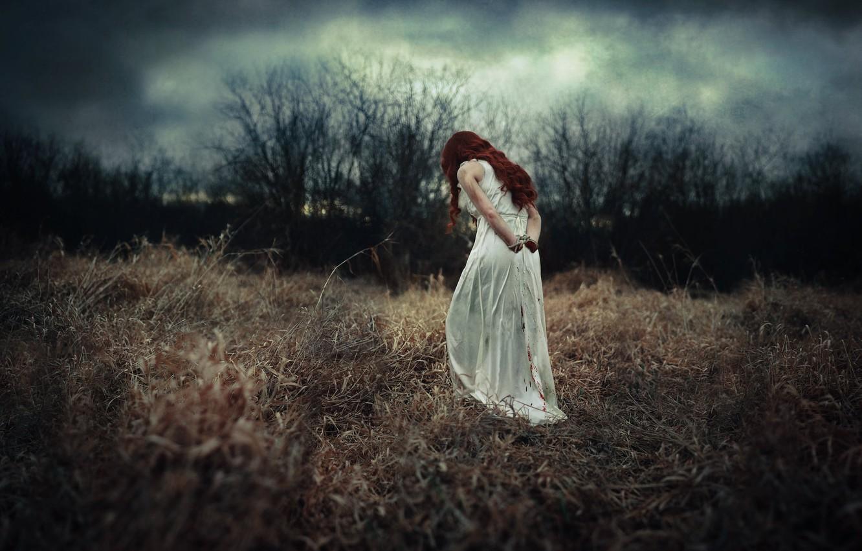 Фото обои девушка, природа, поляна, отчаяние, платье белое, связанные руки