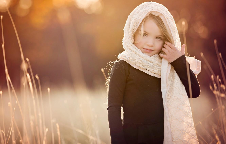 Фото обои трава, природа, девочка, ребёнок, шаль, боке, Amber Bauerle