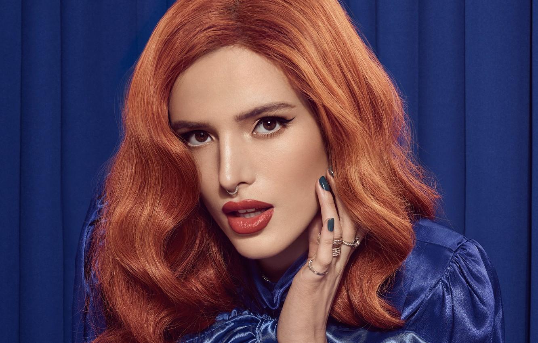 Фото обои взгляд, девушка, стрелки, кольца, рыжая, Bella Thorne