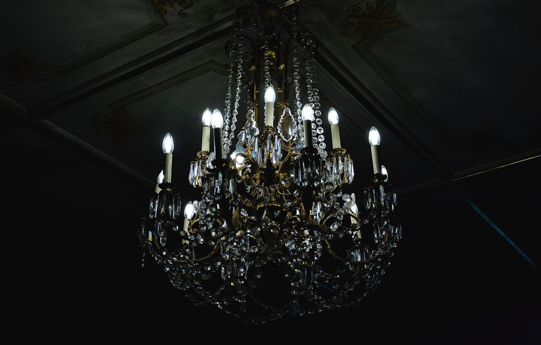 Фото обои потолок, люстра, лампочки