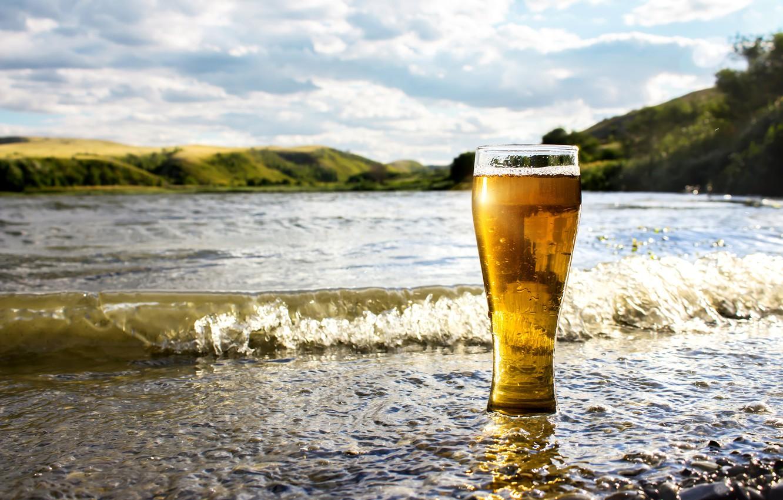 Фото обои море, вода, солнце, пейзаж, стакан, берег, пиво, боке