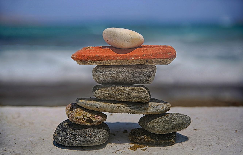 Фото обои пляж, камни, фигурка