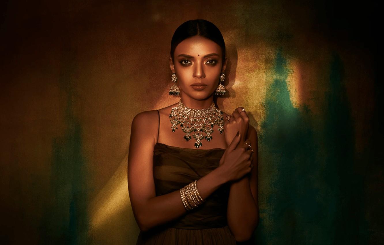 Фото обои girl, fashion, eyes, smile, beautiful, model, pretty, beauty, lips, face, hair, brunette, pose, cute, indian, …