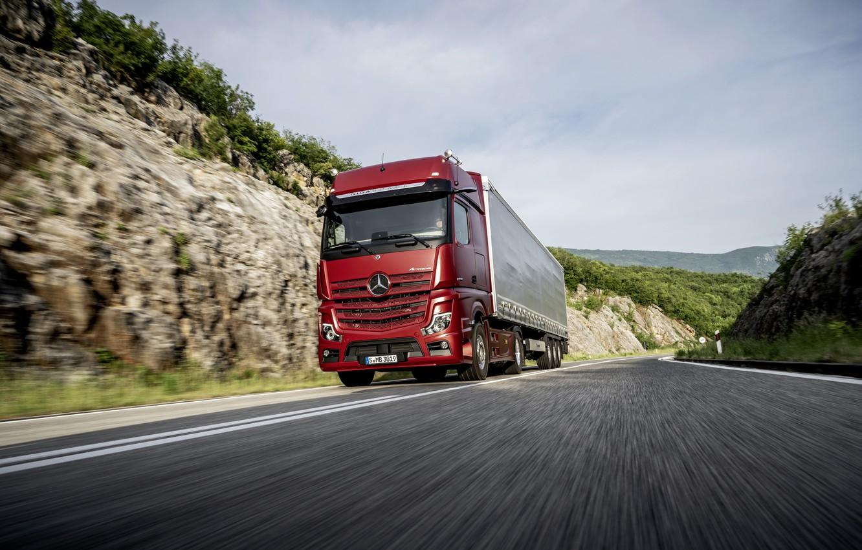Фото обои дорога, красный, Mercedes-Benz, седельный тягач, 4x2, Actros, полуприцеп