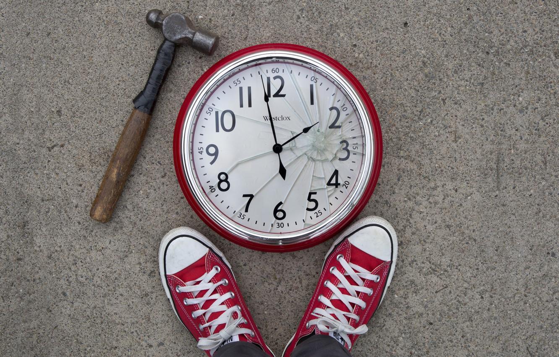 Фото обои часы, ситуация, молоток