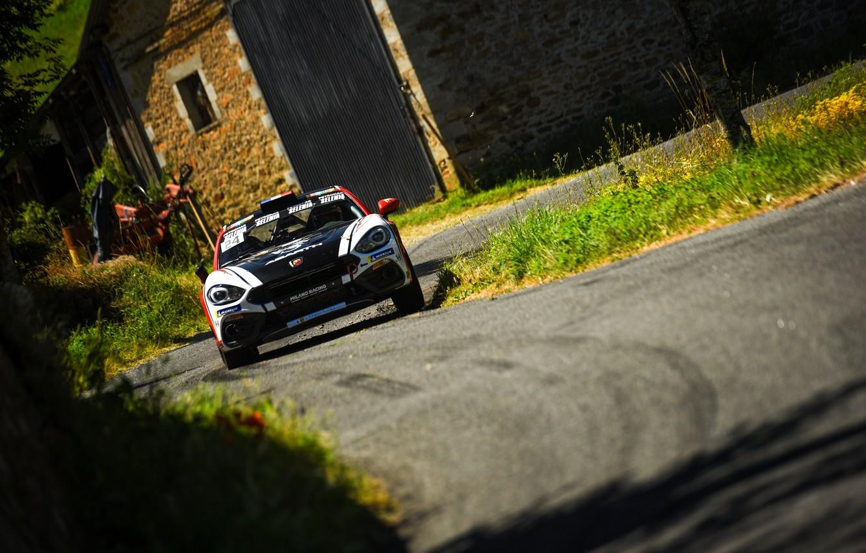 Фото обои асфальт, дом, ралли, 2018, Abarth, 124 Rally