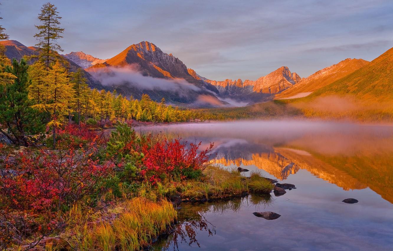 Фото обои осень, облака, пейзаж, горы, природа, туман, озеро, отражение, растительность, Владимир Рябков, Колыма, Невидимка