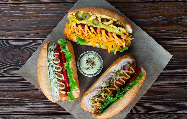 Фото обои сосиски, морковка, соус, кетчуп, салат, булочки, хот дог