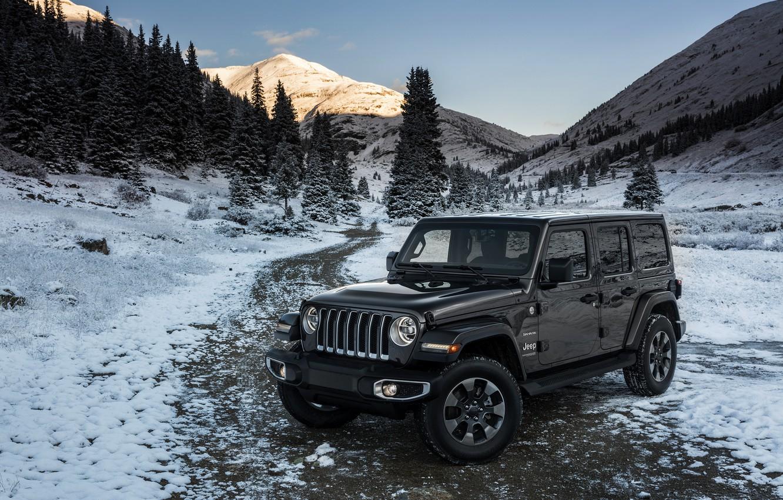 Фото обои снег, деревья, горы, 2018, Jeep, тёмно-серый, Wrangler Sahara