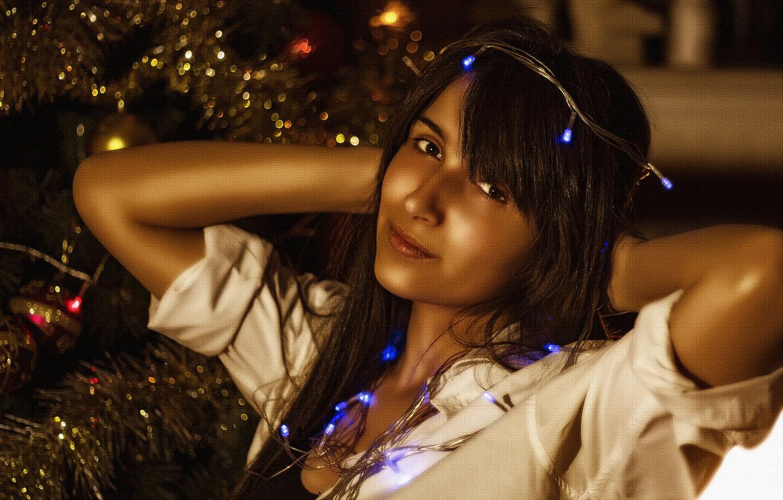Фото обои lights, girl, beautiful, look, pose, Christmas tree, Kide Fotoart