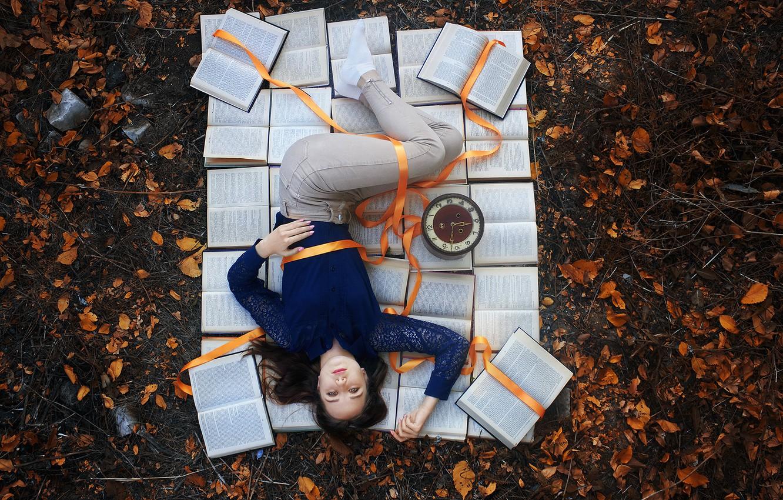 Фото обои девушка, время, часы, книги, Александров Илья