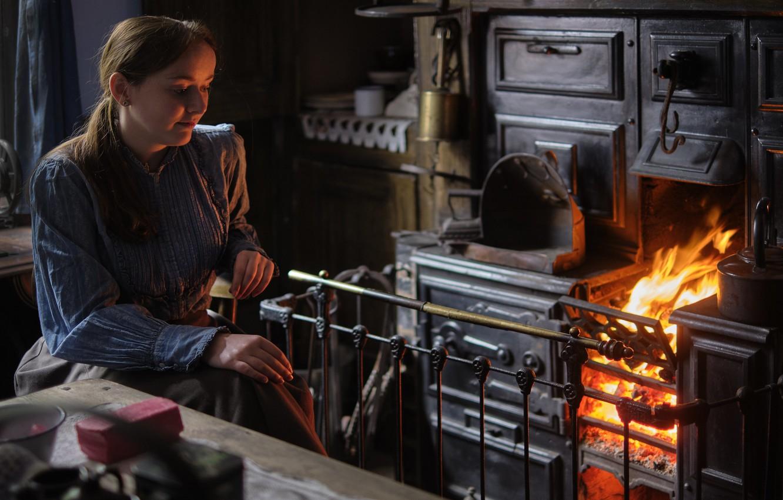 Фото обои девушка, старина, огонь, печка