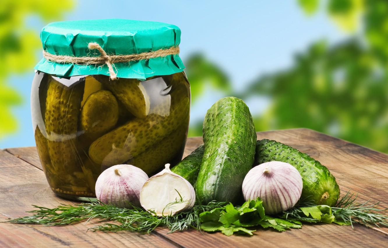 Фото обои зелень, огурцы, специи, купорка