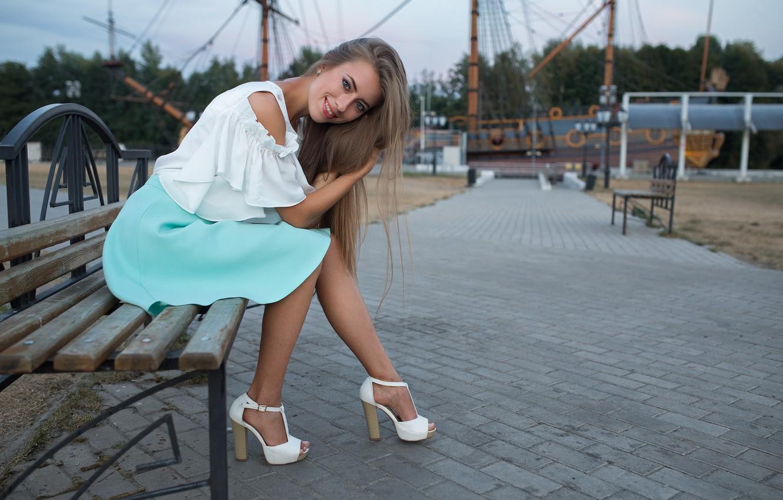 Фото обои девушка, улыбка, юбка, Виктория, сидит, Dmitry Sn, Дмитрий Шульгин
