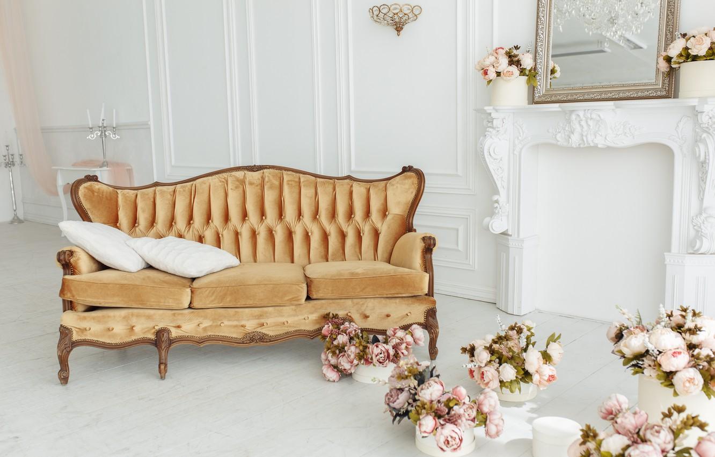 Фото обои цветы, комната, диван, камин, vintage, design, pink, flowers, пионы, room, interior, sofa, fireplace, peonies