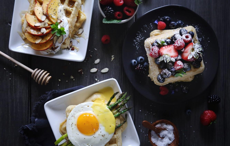 Фото обои ягоды, яйцо, вафли, спаржа