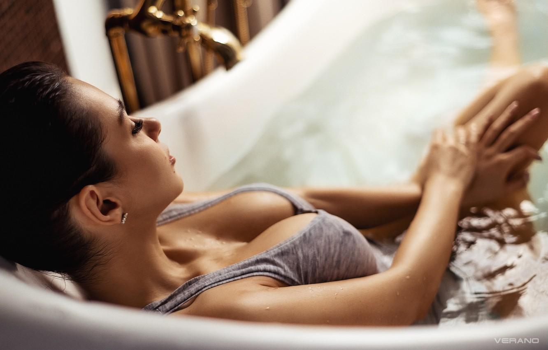 Фото обои грудь, девушка, руки, ванна, Helga Lovekaty, Николас Верано, Nikolas Verano