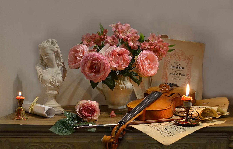 Фото обои цветы, ноты, скрипка, розы, свечи, скульптура, кувшин, натюрморт, смычок, бюст, Валентина Колова