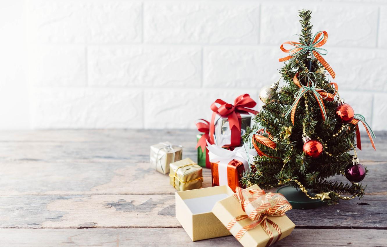Фото обои украшения, елка, Новый Год, Рождество, подарки, Christmas, wood, tree, New Year, decoration, xmas, gift box, …