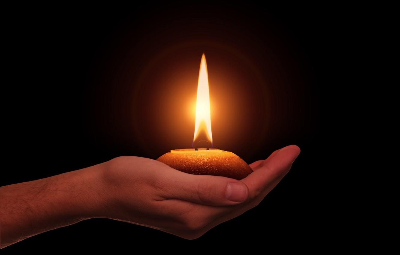 Фото обои фон, свеча, ладонь