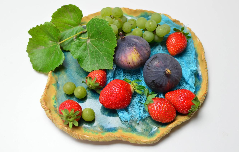 Фото обои клубника, тарелка, виноград, фрукты, инжир