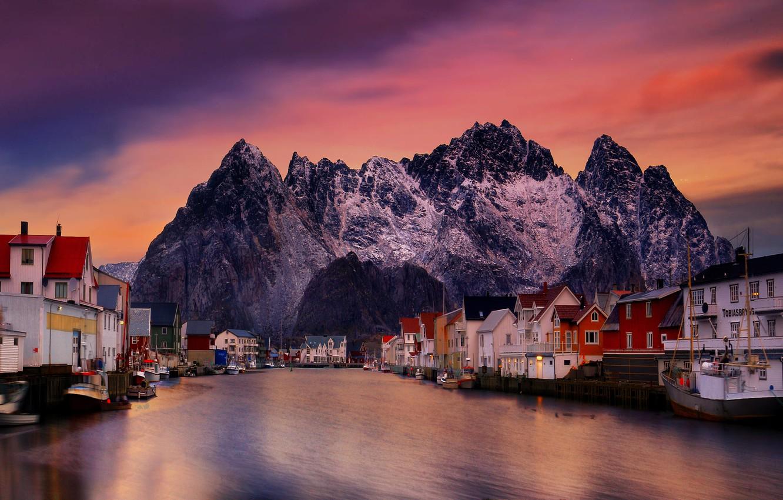 Фото обои море, пейзаж, закат, горы, скалы, дома, лодки, деревня, Норвегия, Лофотенские острова, Рейне, Лофотены