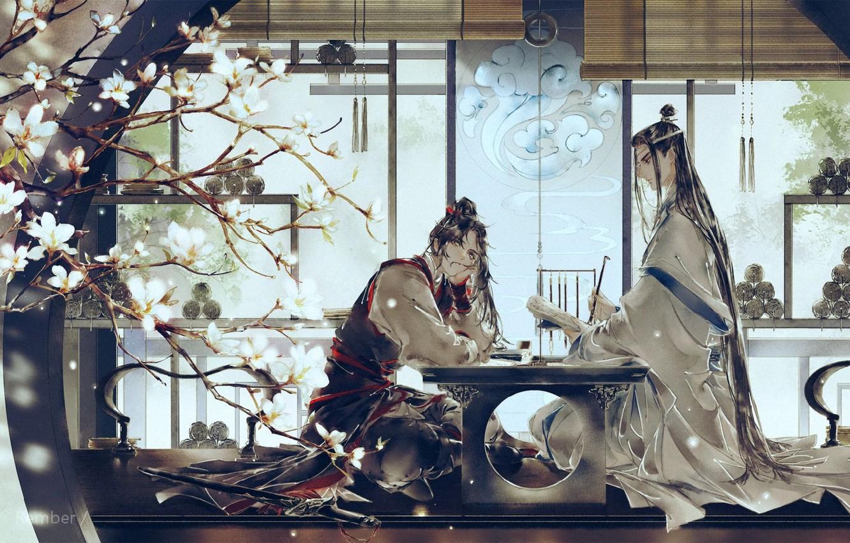 Фото обои друзья, длинные волосы, жалюзи, подвески, свитки, два парня, за столом, цветущая ветка, Mo Dao Zu …