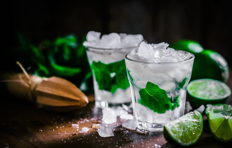 Фото обои листья, лёд, лайм, стаканы, напиток, цитрусы, мята, мохито