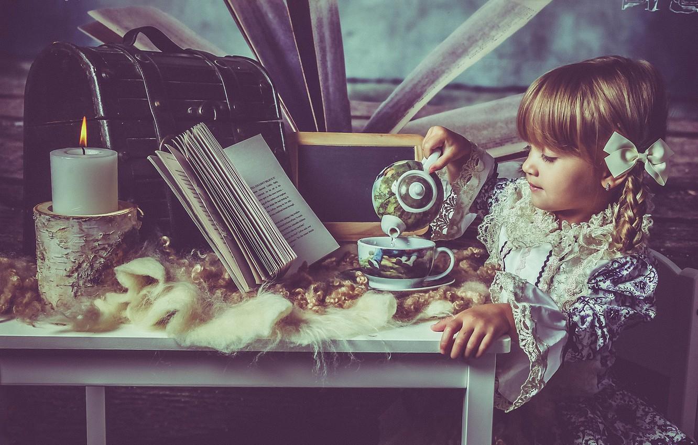 Фото обои настроение, свеча, платье, чаепитие, девочка, книга, косички, сундучок